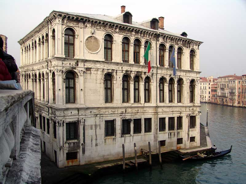 Palazzo Camerlenghi 350 anni di prestigio , 150 ditristezza..